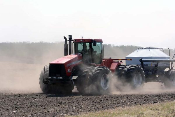 photo shows dusty conditions as a farmer seeds north of Nesbitt MB (photo Glen Kirby)